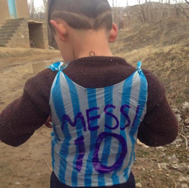 crianca-messi-camisa