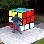 Conheça o maior cubo mágico do mundo