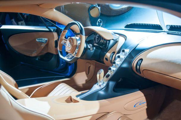 3-Bugatti-Chiron-interior-view-02