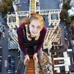 Angela Nikolau, a fotógrafa russa que tira selfies extremamente perigosas