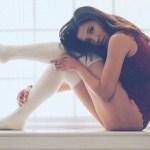 Existe algo muito sexy em mulheres usando meias longas