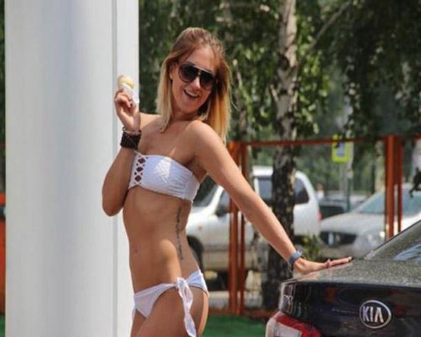 Posto na Russia oferece gasolina de graca para mulheres de biquini (18)