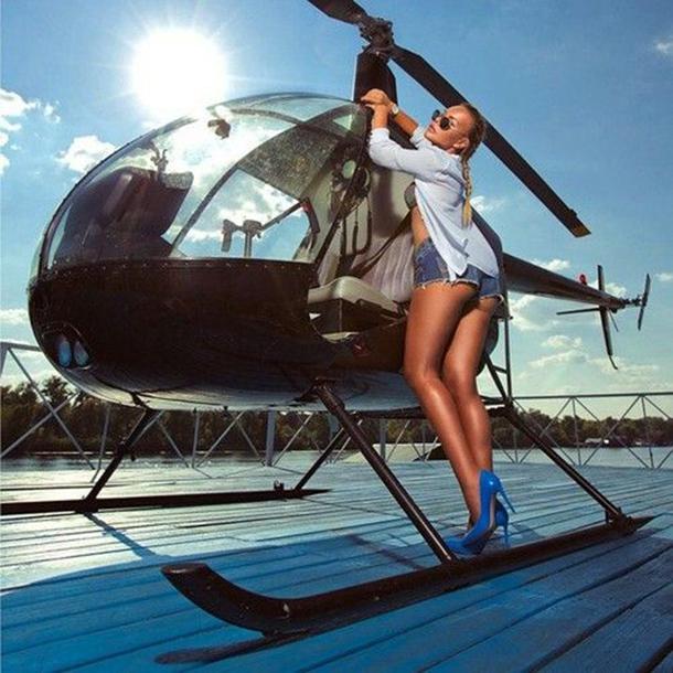 13-mulheres-gostosas-que-fizeram-ensaios-sensuais-em-helicopteros-1