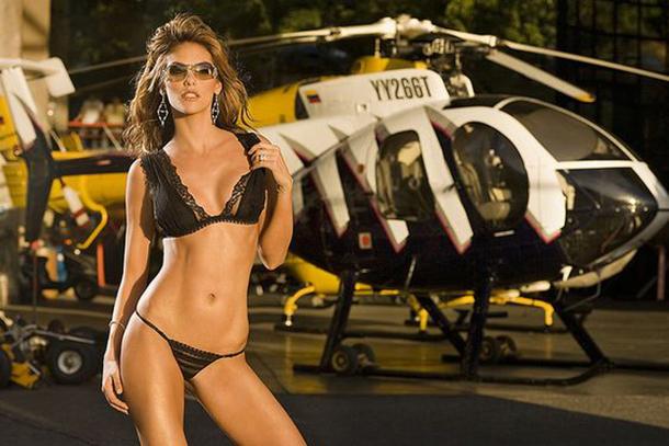 13-mulheres-gostosas-que-fizeram-ensaios-sensuais-em-helicopteros-10