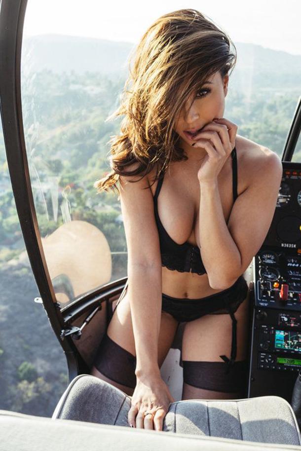 13-mulheres-gostosas-que-fizeram-ensaios-sensuais-em-helicopteros-11