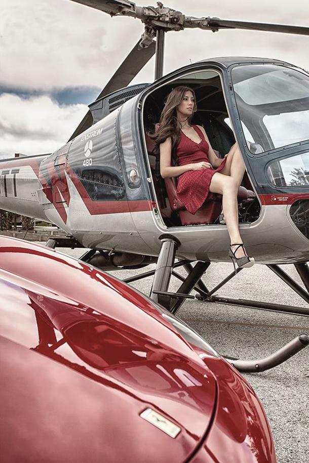 13-mulheres-gostosas-que-fizeram-ensaios-sensuais-em-helicopteros-8