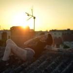20 belas fotos de mulheres em cima do telhado (isso mesmo)