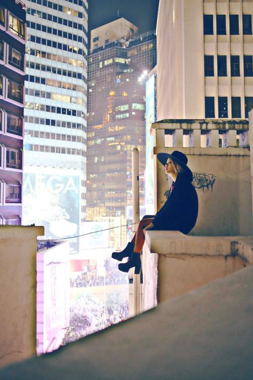mulher-telhado-8