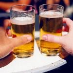 """Crise faz solteiros trocarem jantares por """"cervejinha"""" no primeiro encontro"""