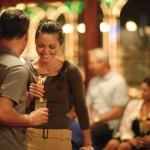 Cerca de 30% dos encontros casuais acabam virando relacionamento sério, diz estudo