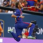 De paquera com o PSG, Neymar marca gol de placa contra a Juventus