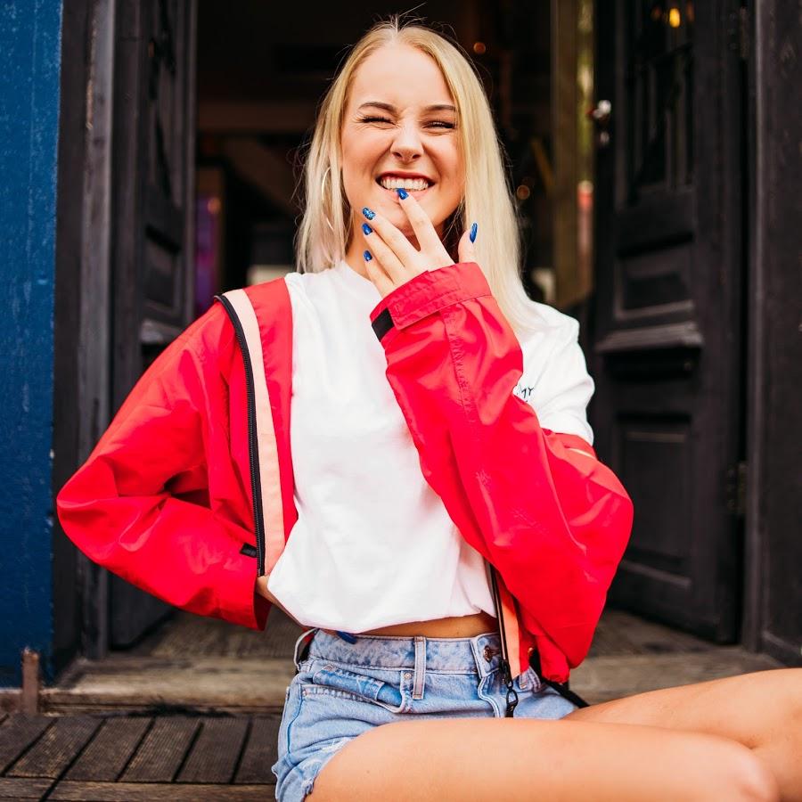 Nienke, a youtuber holandesa conquistou os brasileiros com jeito cativante, simpático e cheio essência. No fim ela mesmo se tornou uma brasileira.