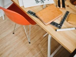 chair-designer-desk-3925-733x550