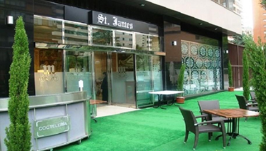 Terraza y fachada restaurante Saint James. Te Veo en Madrid