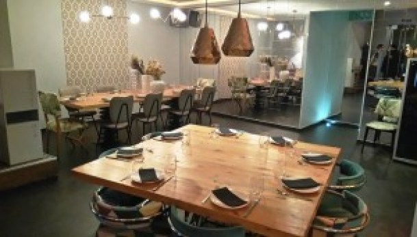 restaurante_matt_rincon _con_mesa_cuadrada_te_veo_en_madrid