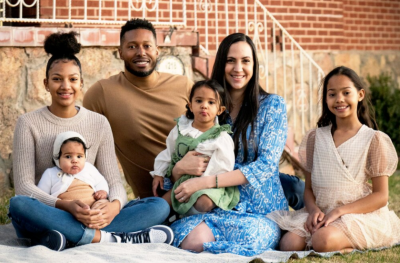 A portrait of Leah with her husband and four of her daughters