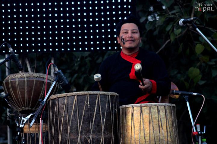 momo-mania-kathmandu-20120310-49