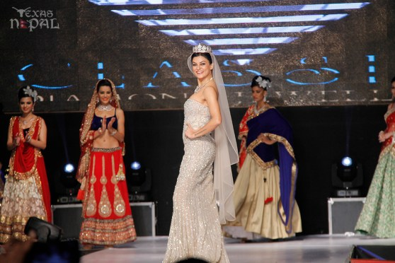 Actress Sushmita Sen Highlights Classic Diamond Jewellers' Fashion Show