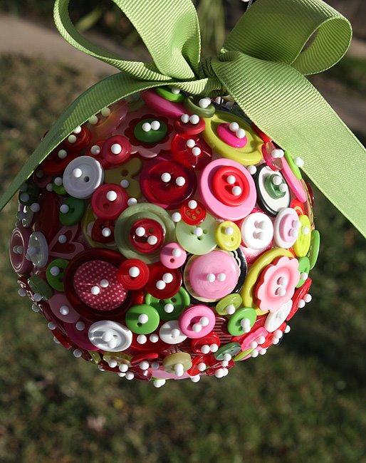 Πρωτότυπα DIY Χριστουγεννιάτικα Στολίδια με κουμπιά