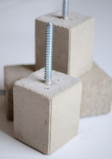 Μοντέρνο DIY τσιμεντένιο άγκιστρου τοίχου