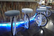 Πώς να Ανακυκλώσετε παλιά μέρη ποδηλάτου για τη δημιουργία μοντέρνας διακόσμησης σε σύγχρονα σπίτια
