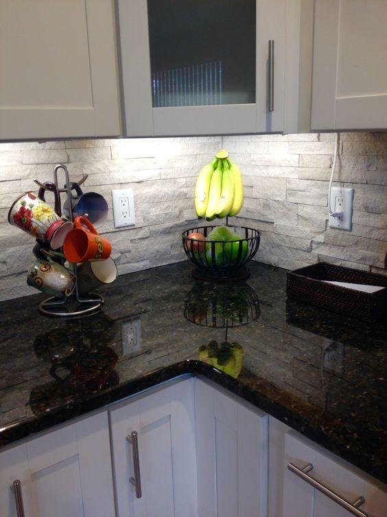 ιδέες με πέτρες, τούβλα και βότσαλα για τοίχους κουζίνας18