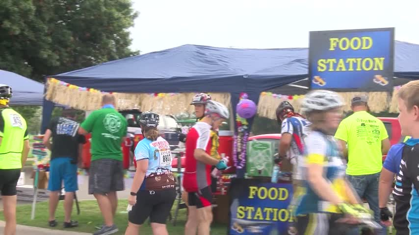 Rest Stops Keep Riders Going During Hotter -N Hell_22473657