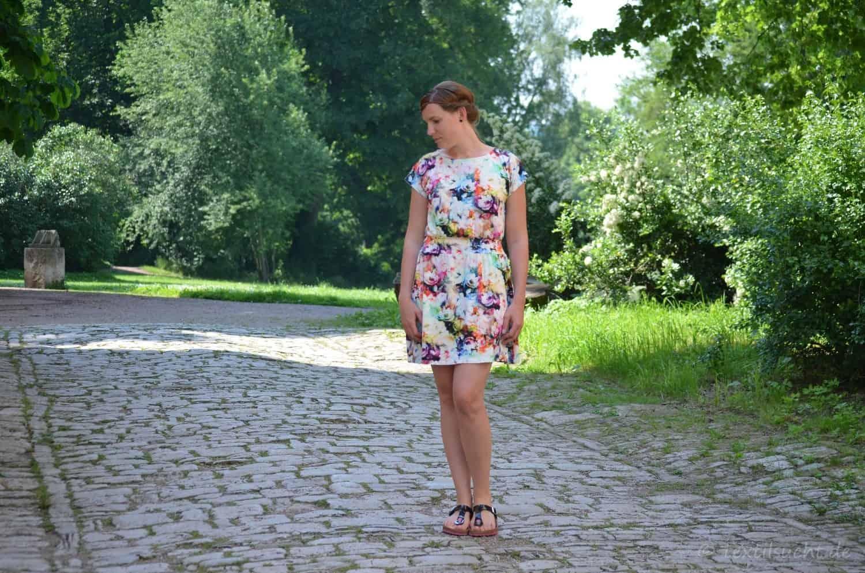 Lieblingskleid Federleicht: Schnittmuster Sommerkleid mit Bündchen - Bild 1