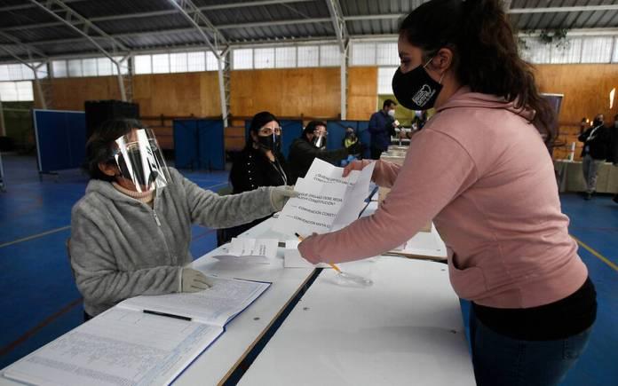 Servel ofrece 15 mil puestos de trabajo para el plebiscito: cómo postular y cuánto paga