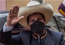 Castillo, nuevo presidente de Perú, asume su cargo.