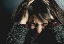 La migraña es descrita como un latido o golpeteo fuerte en la cabeza