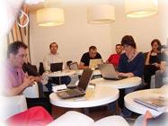 Suso de Toro (links) mit Bloggern in Madrid