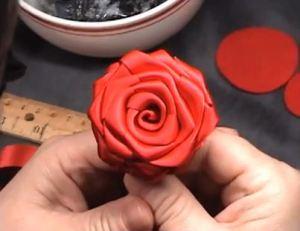 איך להכין ורד מהמם מרצועת סאטן