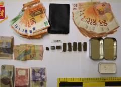 Caltanissetta, sorpresi con hashish e la somma di 2800 euro in contanti. Due denunciati due cittadini stranieri per detenzione ai fini spaccio di sostanze stupefacenti