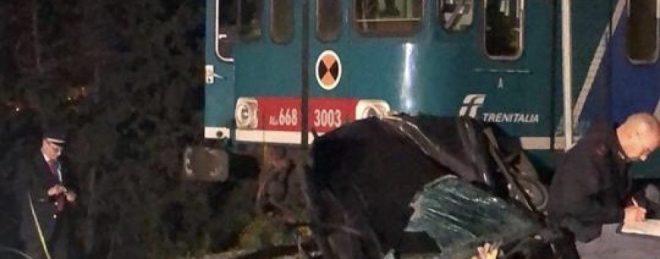 Treno travolge un'auto: morta donna, indagato il marito