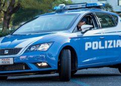 Danneggia due autovetture parcheggiate poi insulta e minaccia i poliziotti. Denunciato