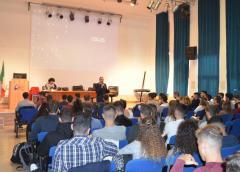 """Due conferenze della Polizia rivolte agli studenti del """"Mario Rapisardi da Vinci"""""""