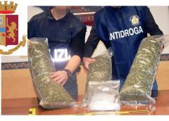 Caltanissetta, con 3,408 chili di marijuana e 103 grammi di cocaina in auto. La Polizia di Stato arresta sorvegliato speciale e denuncia altre due persone