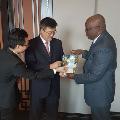 THA Chief Secretary Kelvin Charles, Vice Mayor of the Zhuhai Municipal Government Zhu Qingqiao and the Director of Zhuhai Foreign Affairs Bureau Zhang Meisheng discuss similarities between Tobago and Zhuhai while looking at the Capital of Paradise book cover.
