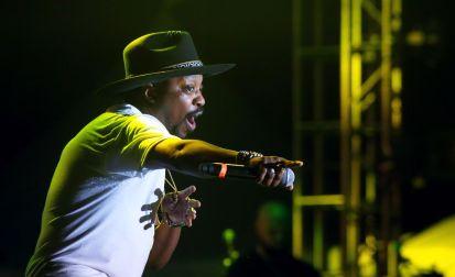 US R&B star Anthony Hamilton serenades the audience.