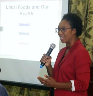 Facilitator Sandra Williams speaks to members of the audience.