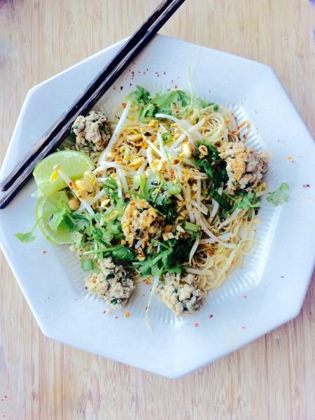 Kuay-Tiaw-Hang-Thai-Noodle-Bowl