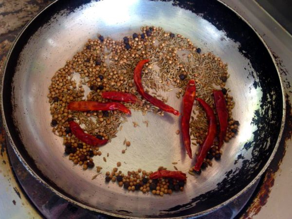 Roasted Coriander Seeds,cumin Seeds,dried Chilli And Black Pepper And Crush To The Powder