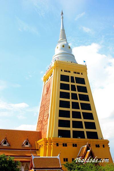 ภาพพระมหาเจดีย์ 14 ชั้น สูงที่สุดในประเทศไทยภายในวัดธรรมมงคล