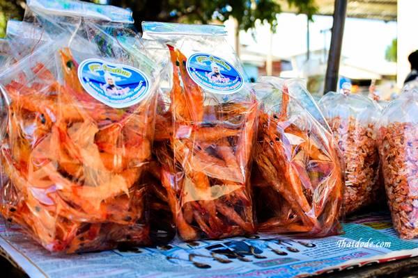 ภาพกุ้งเหยียดผลิตภัณฑ์โอทอปของตลาดน้ำบ้านสาขลา