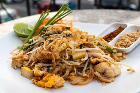 pad thai, thai food, thailand