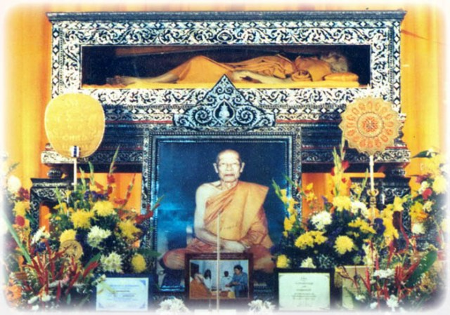 Luang Por Hyords Relics in Glass Coffin