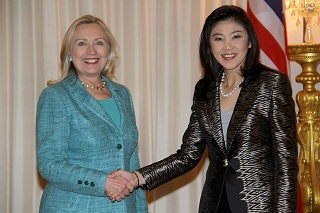 Clinton in Thailand meets Prime Minister Shinawatra