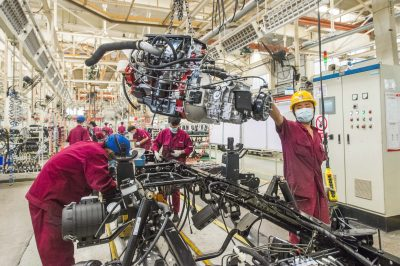 Workers are busy at assembling a vehicle along the production line at a workshop of Shandong branch of Chinese state-owned automobile and commercial vehicle manufacturer JAC Motors, Qingzhou county-level city, Weifang city, east China's Shandong province, 31 May 2020 (Reuters).