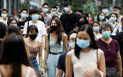 People cross a street at the shopping district of Orchard Road amid the coronavirus outbreak in Singapore, 19 June 2020 (Photo: Reuters/Edgar Su).